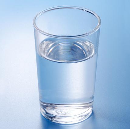 毎日コップ5杯の水で10歳若返る!