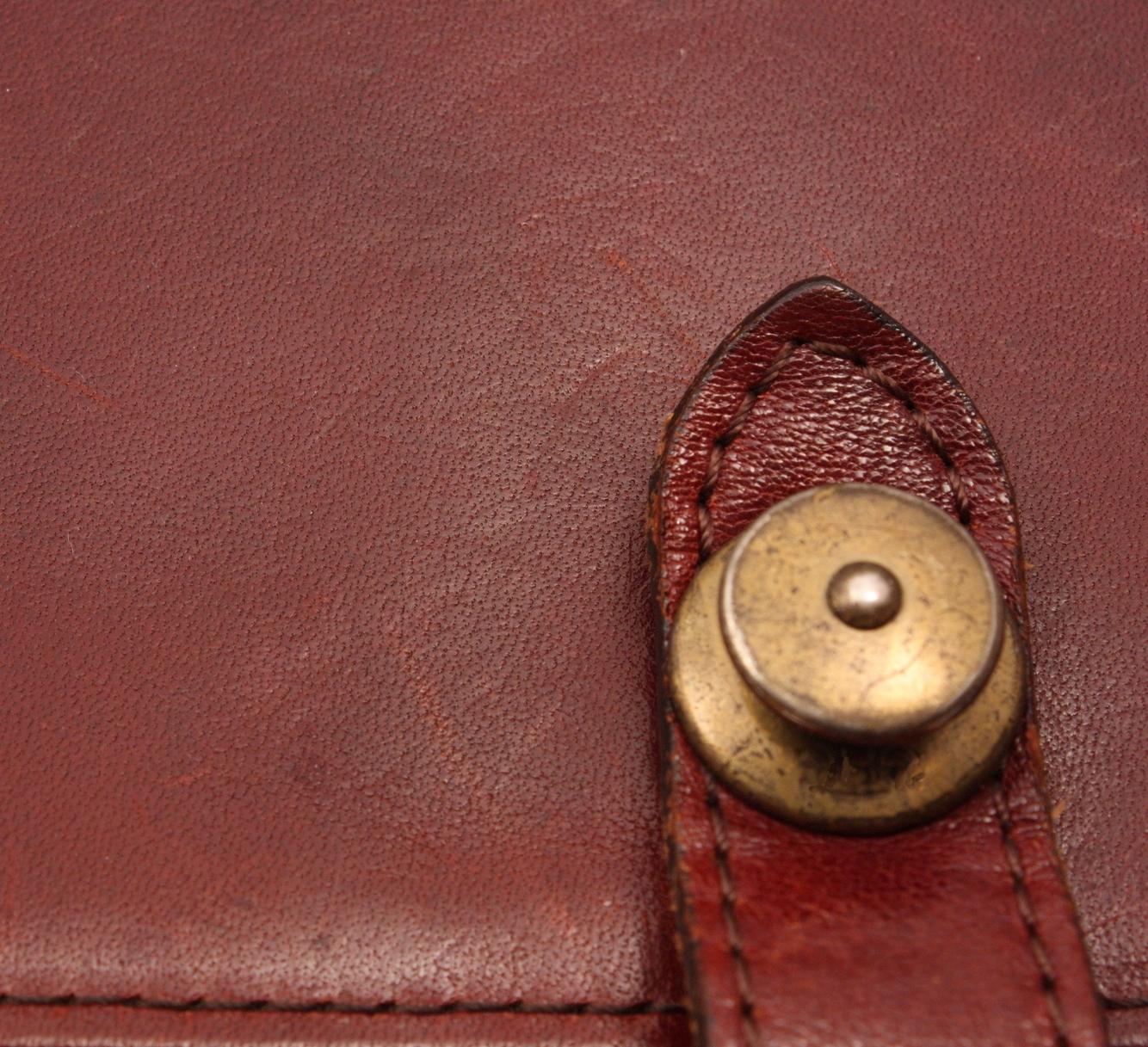レザーバッグを買う前に知っておきたい専門用語10選<br />