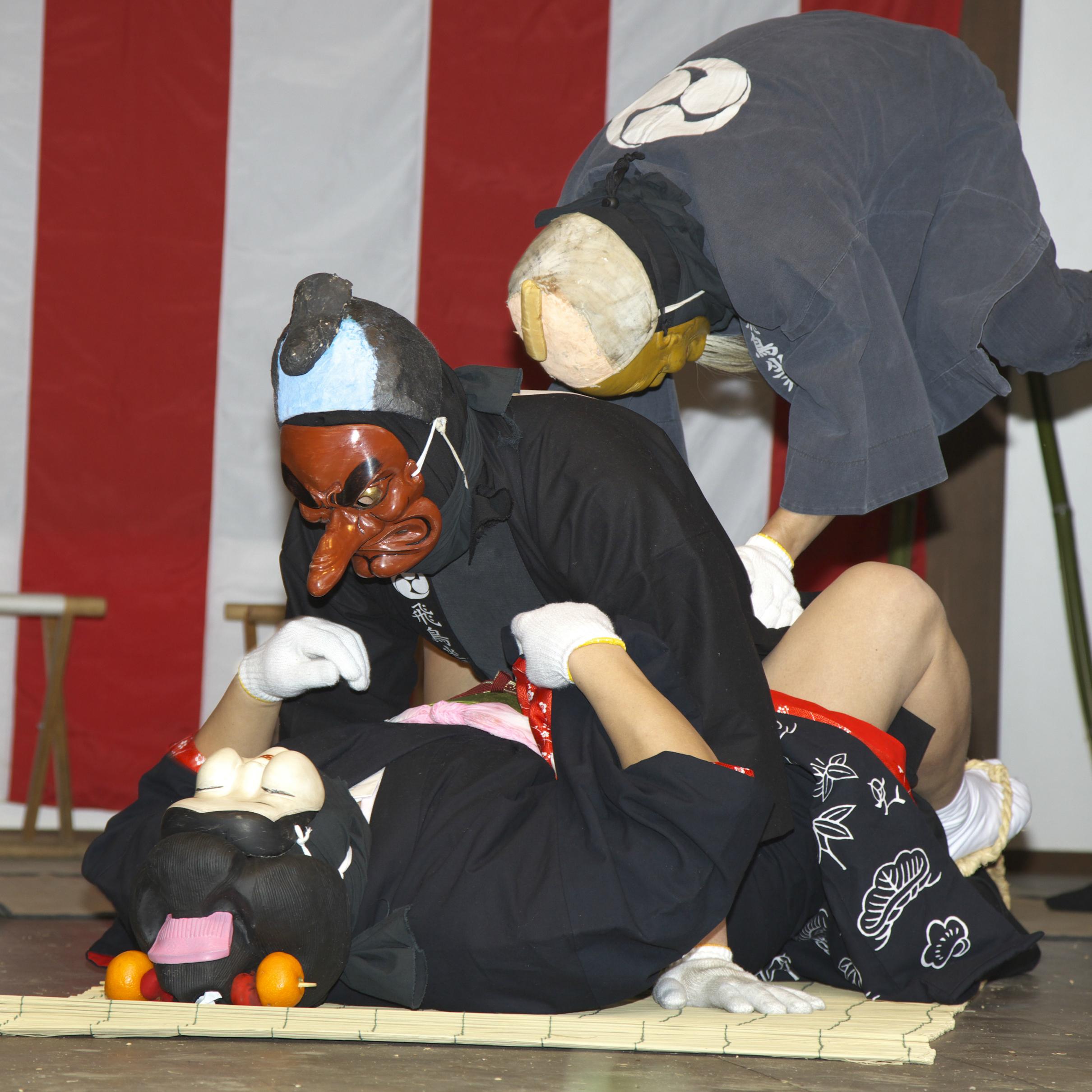 お多福が寝転がり、その上に天狗がのしかかる……奈良県のエッチな祭り