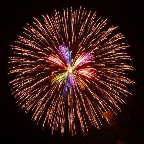 花火師が教える、花火が最も美しく見える「距離」とは?