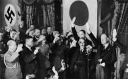 日独伊三国同盟に反対した山本は、<br />右翼による暗殺も危惧されていた<br />