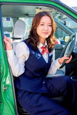 美人すぎるタクシードライバー発見!