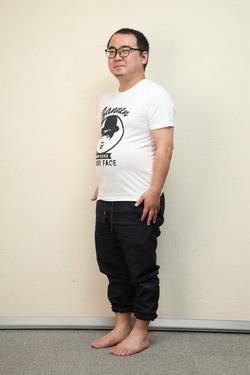 """「長友体幹」1週間ガチ体験!""""小メタボ""""編集部員は本当にやせるのか。DAY1"""
