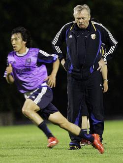 イビチャ・オシムが目指した「走るサッカー」は世界サッカーのどの位置にいたのか