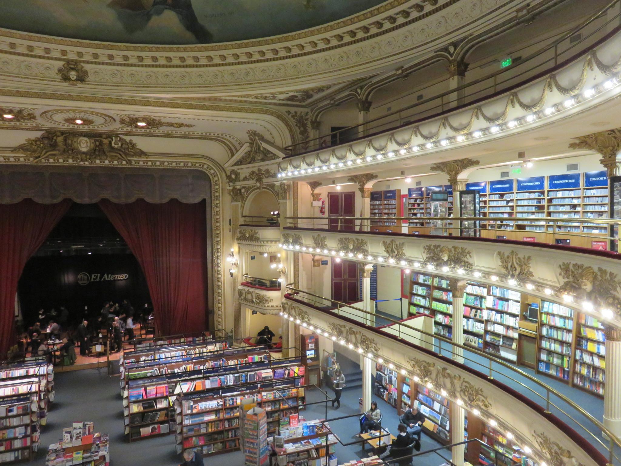劇場を改装した本屋さんが美しすぎる! 一人あたりの書店数が世界一の都市・ブエノスアイレスの書店事情