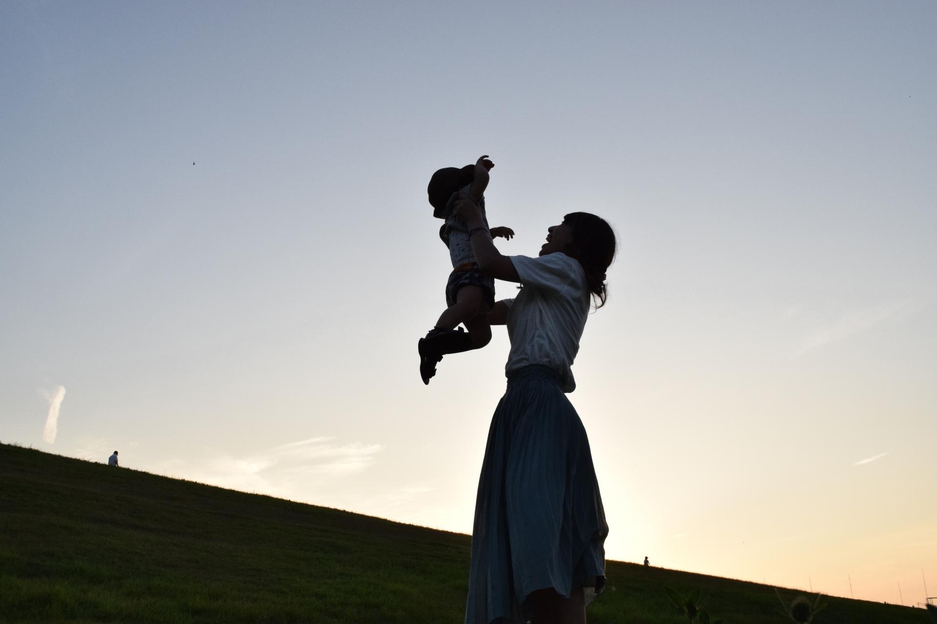一生、親であることを降りられない社会